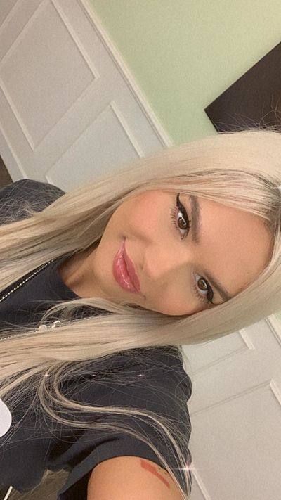 Astrid Scarlet - Escort Girl from Joliet Illinois