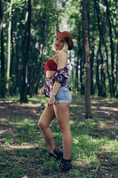 Avah Shine - Escort Girl from Elgin Illinois