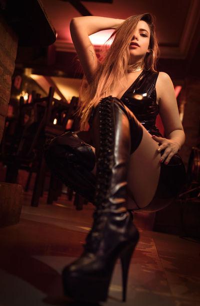 Kelly Astor - Escort Girl from Irvine California