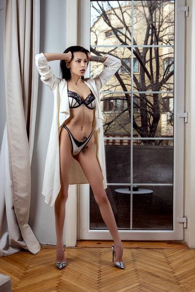 Magda Chapman - Escort Girl from Burbank California