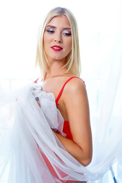 Natasha Blondie - Escort Girl from Ontario California