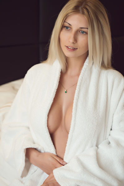 Jian Mo - Escort Girl from Boulder Colorado