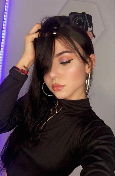 Lia Reynols - Escort Girl from Burbank California